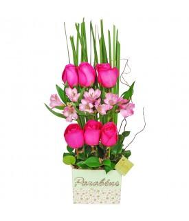 Arranjo de Rosas e Alstroemérias Parabéns com Flores