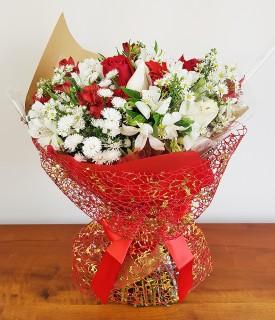 Buquê de Flores brancas e vermelhas Amar é...