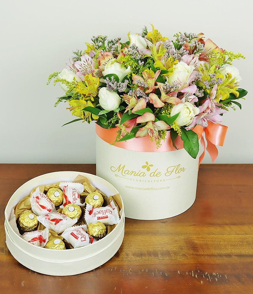 Surpresa de Rosas e Alstroemérias com Ferrero e Raffaello