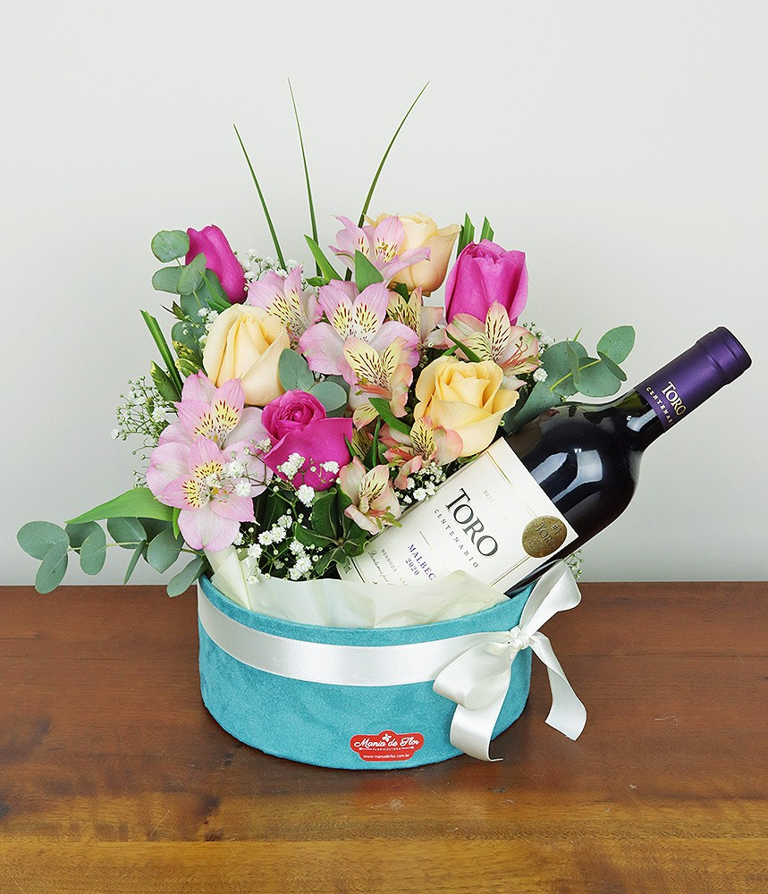 Arranjo com rosas e vinho Harmonização Perfeita!