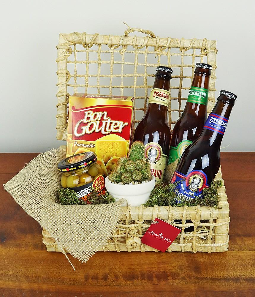 Cesta com cerveja e petiscos Pai Cervejeiro