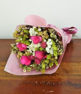 Buquê com flores naturais...